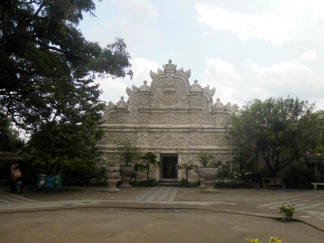 octagonal courtyard and Gedhong Gapura Hageng