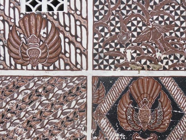 batik pattern on the wall in the Kampoeng Batik